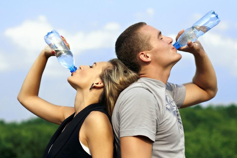 Nước uống đóng chai loại nào tốt